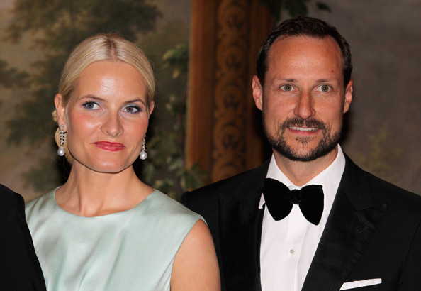 Crown Princess Mette-Marit anmd Crown Prince Haakon attend an official dinner at the Norwegian Royal Palace on March 20, 2012 in Oslo, Norway.  Prince Charles, Prince of Wales and Camilla, Duchess of Cornwall are on a Diamond Jubilee tour of Scandinavia that takes in Norway, Sweden and Denmark.