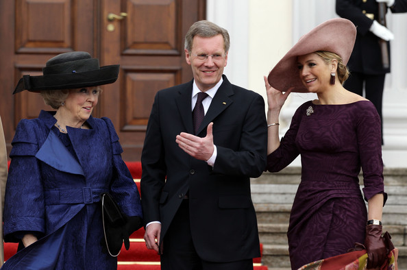 HRH Queen Beatrix Of The Netherlands And Crown Prince Couple Willem Alexander And Maxima On Germany Visit - Day 1 [fashion,event,suit,dress,headgear,hat,formal wear,white-collar worker,style,prince,willem alexander,beatrix of the netherlands,hrh,christian wulff,queen,maxima,germany,berlin,netherlands,visit]