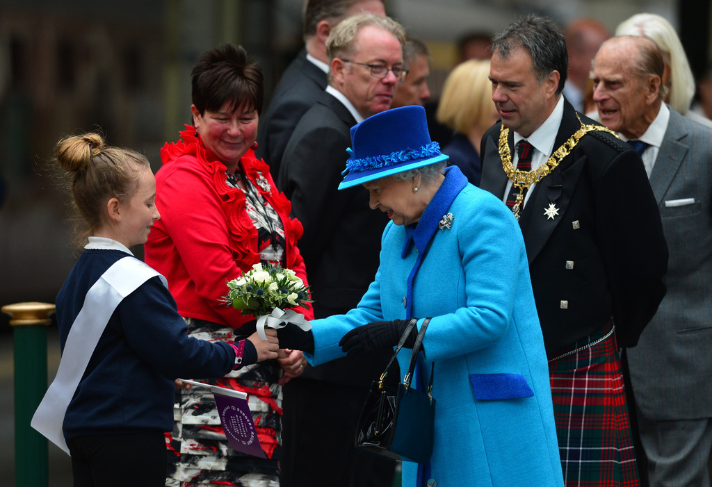 a queen adored englands elizabeth ii Elizabeth ii (elizabeth alexandra mary born 21 april 1926) the queen became the first british monarch to address a joint meeting of the united states congress.