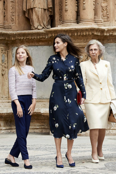 Misa de Pascua 2019 - Página 2 Queen+Letizia+Spain+Spanish+Royals+Attend+Bc0ahWFgE4Kl