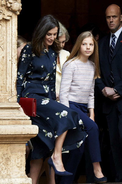 Misa de Pascua 2019 - Página 2 Queen+Letizia+Spain+Spanish+Royals+Attend+b63W9ml2qGfl