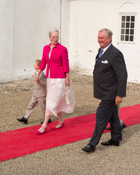 http://www4.pictures.zimbio.com/gi/Queen+Margrethe+II+Royal+Christening+Prince+e6NYozshAwLl.jpg