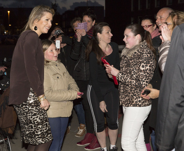 (L-R) Queen Maxima of The Netherlands, Romy Teeuwissen and Lily Verhoeven have their picture taken at the Archipel elementary school after an evening with parents discussing financial education on April 14, 2014 in Almere, Netherlands.