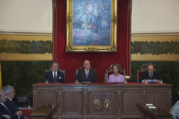 Queen Sofia King Juan Carlos and Queen Sofia Deliver the Golden Medal of the National Royal Academy of Medicine to Infanta Margarita
