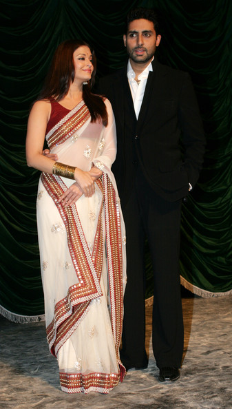 Aishwarya Rai Bachchan - Page 5 Raavan+Bollywood+Movie+Launch+DozsBFAYfT2l