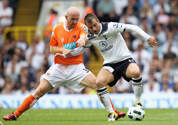 Rafael Van Der Vaart Rafael Van der Vaart (R) of Spurs fights for the ball with Stephen Crainey of Blackpool during the Barclays Premier League match between Tottenham Hotspur and Blackpool at White Hart Lane on May 7, 2011 in London, England.