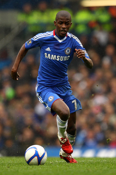 Ramires Ramires of Chelsea runs with the ball during the FA Cup sponsored by E.ON 4th round replay match between Chelsea and Everton at Stamford Bridge on February 19, 2011 in London, England.