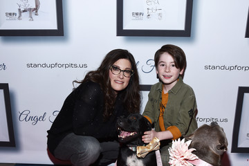 Rebecca Corry Paxton Booth Kaley Cuoco Hosts 9th Annual Stand Up For Pits