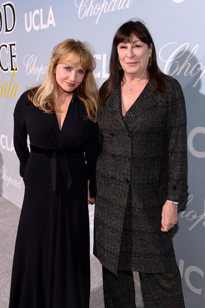 UCLA IoES Honors Barbra Streisand And Gisele Bundchen At The 2019 Hollywood For Science Gala [fashion,premiere,dress,little black dress,event,carpet,fashion design,flooring,formal wear,haute couture,barbra streisand,gisele bundchen,anjelica huston,rebecca de mornay,2019 hollywood for science gala,2019 hollywood for science gala,california,beverly hills,ucla ioes]