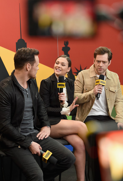 Richard Rankin Photos Photos Imdb At New York Comic Con Day 2
