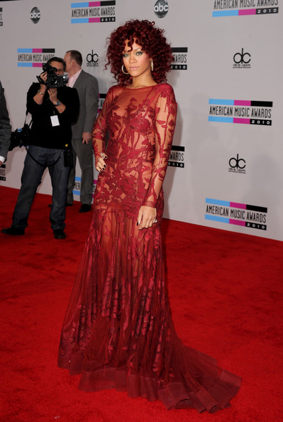 Rihanna Singer Rhianna arrives at the 2010 American Music Awards held at Nokia Theatre L.A. Live on November 21, 2010 in Los Angeles, California.