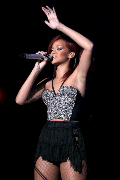 http://www4.pictures.zimbio.com/gi/Rihanna+2011+NBA+Star+Game+Performances+Celebrities+SiDhYEUbgBxl.jpg