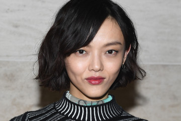 Rila Fukushima Louis Vuitton: Front Row - Paris Fashion Week Womenswear Spring/Summer 2018