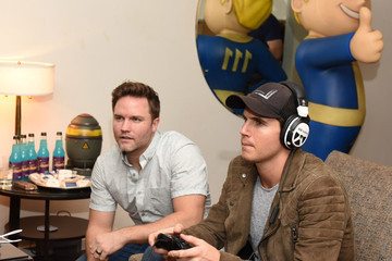 Robbie Amell Fallout 4 Video Game Preview Lounge