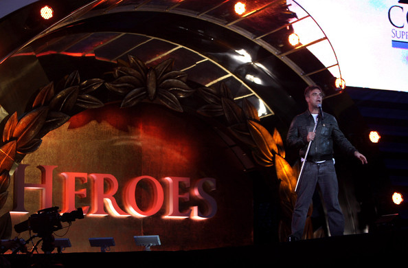 http://www4.pictures.zimbio.com/gi/Robbie+Williams+Help+Heroes+Concert+_+Rehearsals+s-DxIdvKKn3l.jpg