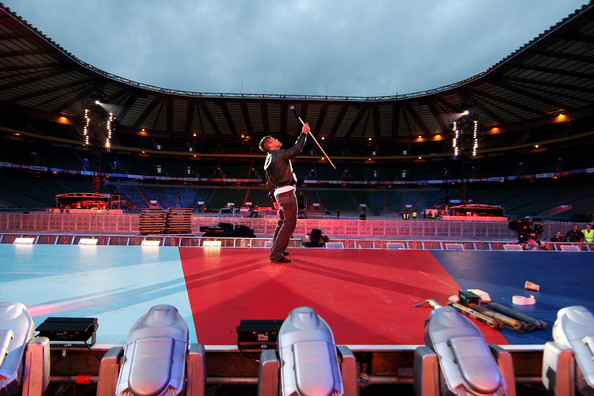 http://www4.pictures.zimbio.com/gi/Robbie+Williams+Help+Heroes+Concert+_+Rehearsals+uDd0cVdh1OLl.jpg