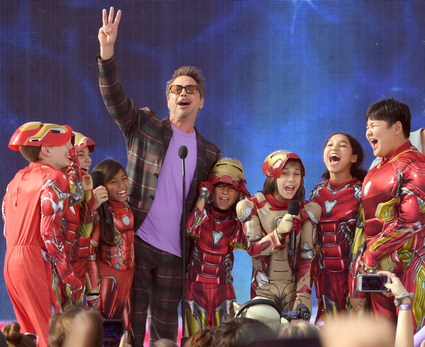 http://www4.pictures.zimbio.com/gi/Robert+Downey+Jr+FOX+Teen+Choice+Awards+2019+JPQa3MEbUmUl.jpg