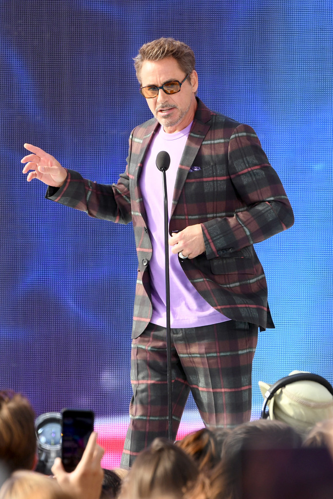 http://www4.pictures.zimbio.com/gi/Robert+Downey+Jr+FOX+Teen+Choice+Awards+2019+Ztj9Q3Rn71wx.jpg
