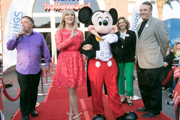 Robert Earl Reese Witherspoon And Mickey Mouse Officially Open Planet Hollywood Disney Springs