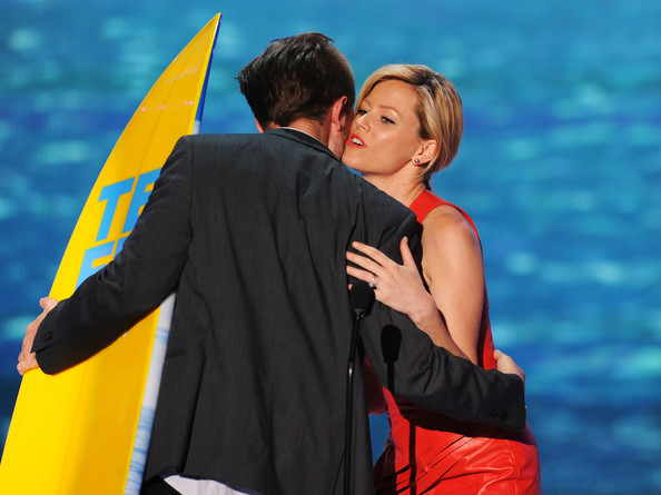 Robert Pattinson Actor Robert Pattinson (L) and actress Elizabeth Banks onstage during the 2011 Teen Choice Awards held at the Gibson Amphitheatre on August 7, 2011 in Universal City, California.