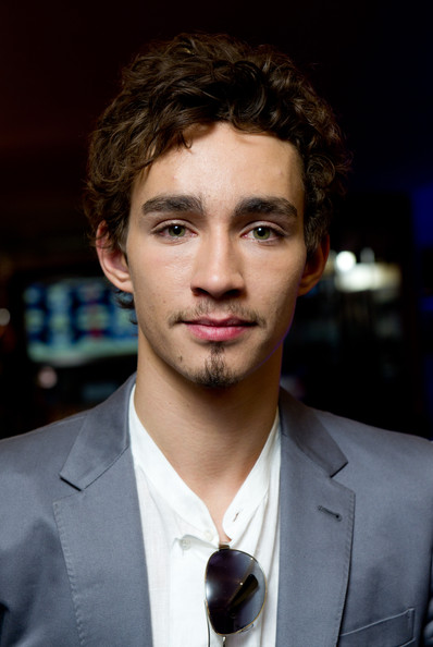 Robert Sheehan - Wallpaper Actress