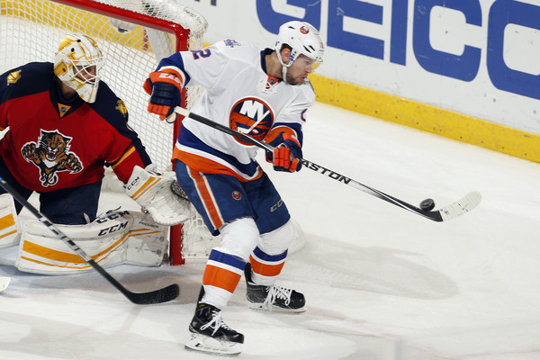 Roberto Luongo And Josh Bailey Photos Photos New York Islanders V