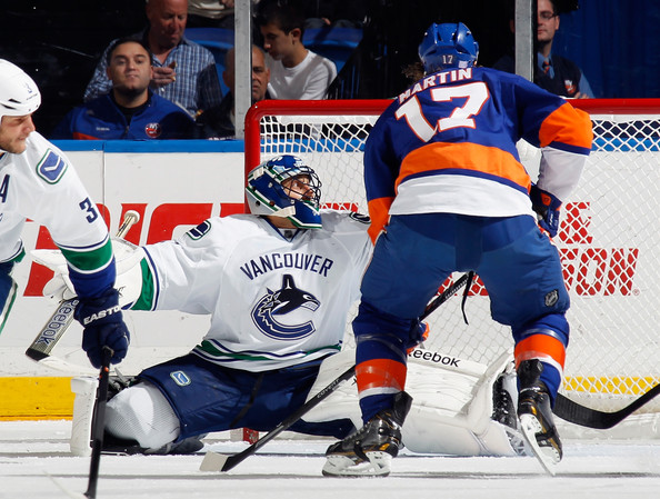 Roberto Luongo And Matt Martin Photos Photos Vancouver Canucks V