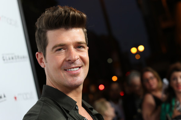 Robin Thicke Singer Robin Thicke arrives at Macy's Passport Presents ...