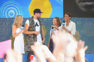 Robin Roberts Ginger Zee Afrojack Performs on 'GMA'