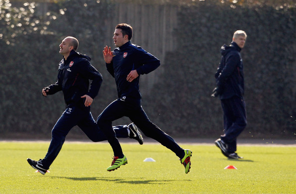 Robin Van Persie Arsenal manager Arsene Wenger (R) watches Robin Van Persie (C) during a fitness test during a training session ahead of the UEFA Champions League Round of 16 second leg match against Barcelona at London Colney on March 7, 2011 in St Albans, England.