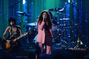Watch Lorde, Joan Jett, and St. Vincent Perform With Nirvana