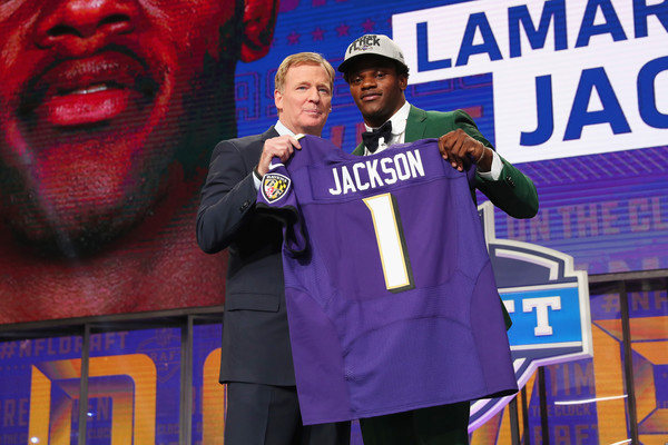 2018 NFL Draft [event,fan,jersey,sportswear,uniform,world,performance,talent show,roger goodell,lamar jackson,louisville,at t stadium,arlington,texas,nfl,baltimore ravens,draft,round]