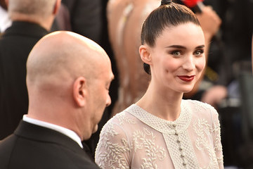 Rooney Mara 2016 Academy Awards - Fan Arrivals