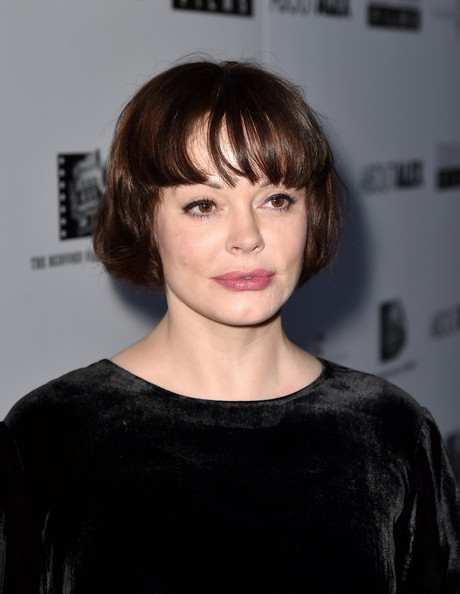 Rose McGowan dating jason momoa barn