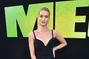 Rosie Huntington-Whiteley Warner Bros. Pictures And Gravity Pictures' Premiere Of 'The Meg' - Red Carpet