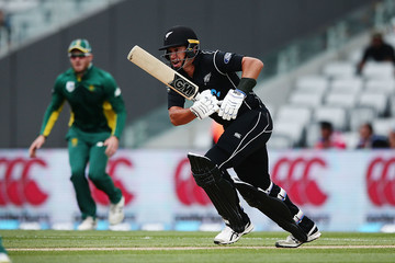 Ross Taylor New Zealand v South Africa - 5th ODI