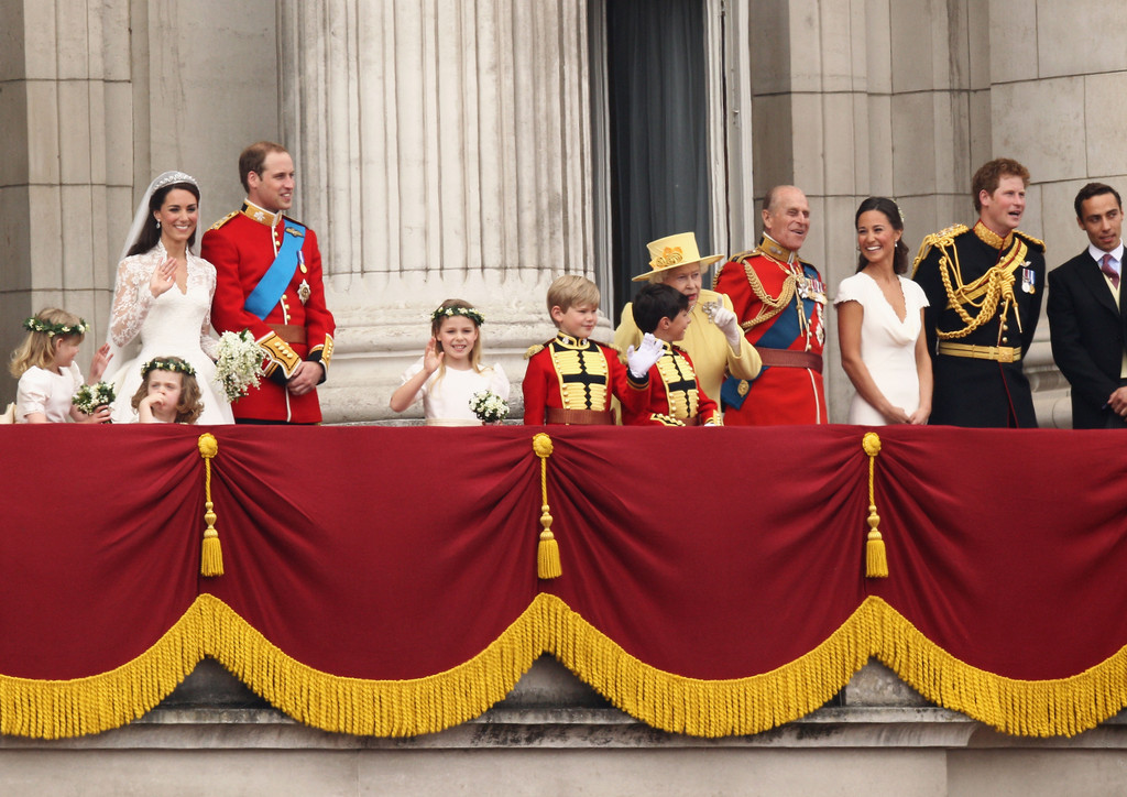 Queen elizabeth ii and prince william photos photos for Queens wedding balcony
