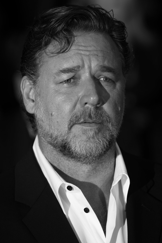 Russell+Crowe+Red+Carpet+Portraits+69th+