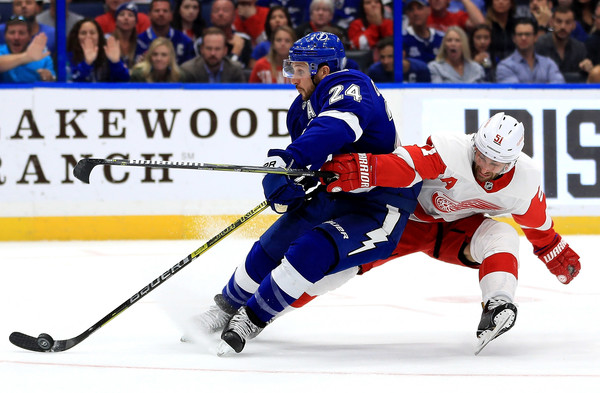 Detroit Red Wings vs. Tampa Bay Lightning [player,college ice hockey,ice hockey,defenseman,sports,hockey,ice hockey equipment,hockey protective equipment,sports gear,ice hockey position,ryan callahan,frans nielsen,puck,amalie arena,tampa,florida,detroit red wings,tampa bay lightning,game]