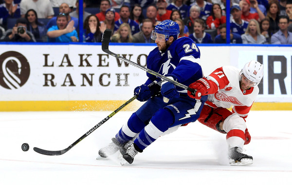 Detroit Red Wings vs. Tampa Bay Lightning [player,college ice hockey,ice hockey,sports,hockey,ice hockey equipment,sports gear,hockey pants,hockey protective equipment,ice hockey position,ryan callahan,frans nielsen,puck,amalie arena,tampa,florida,detroit red wings,tampa bay lightning,game]