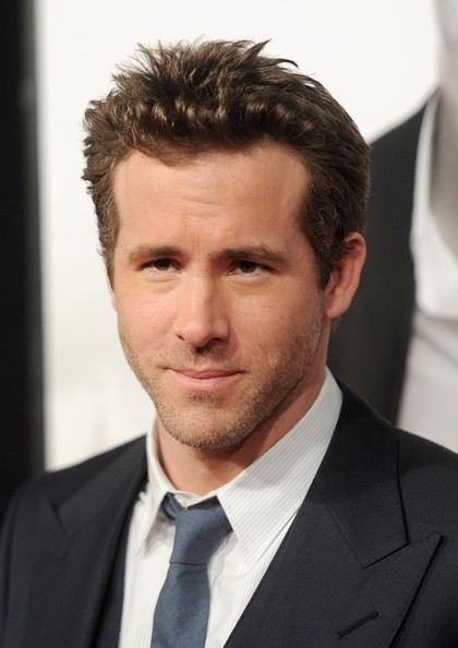 http://www4.pictures.zimbio.com/gi/Ryan+Reynolds+Safe+House+New+York+Premiere+4Wm9IdsZxUXl.jpg