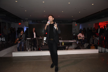Ryan Seacrest Daryl Hall Performs At An iHeartMedia VIP Dinner Party At The iHeartMedia Headquarters During Advertising Week New York