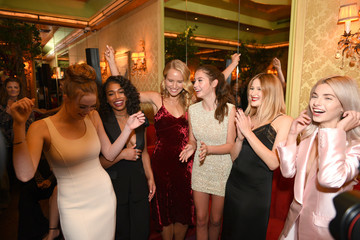 Sailor Brinkley Cook Town & Country 2018 New Modern Swans Celebration With Michael Kors, Catherine Zeta-Jones, And Carys Douglas