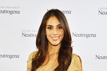Sandra Echeverria Jennifer Garner Glows at Neutrogena Sun Summit