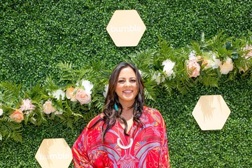 Sara Evans Bumble and Lady Antebellum Create You Look Good Beetique