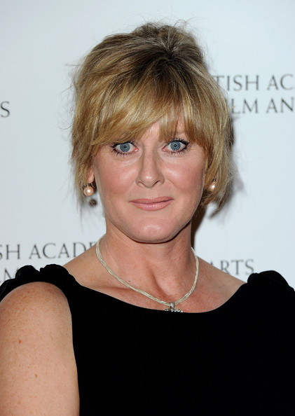 The 53-year old daughter of father Geoffrey Lancashire and mother Hilda, 172 cm tall Sarah Lancashire in 2017 photo