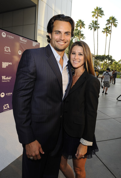 elrod dating site Who is scott elrod dating 6'2 tall and beautiful blue eyes, elrod has starred in mostly tv series, including desire and csi: ny as danielas expected by friends and family, he joined the air force after graduation, trained for his pilot's license and became an air traffic controller.