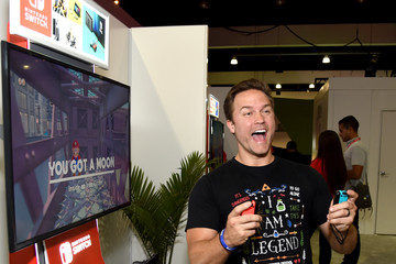 Scott Porter Nintendo Hosts Celebrities at 2017 E3 Gaming Convention