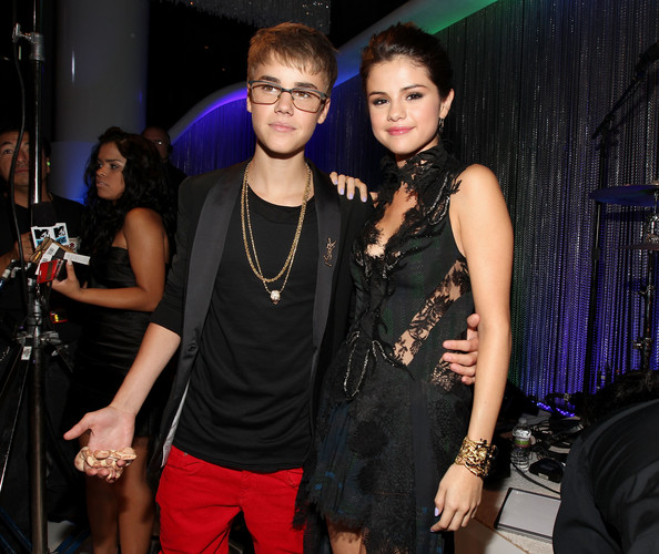 Selena Gomez Singer Justin Bieber (L) and actress/singer Selena Gomez arrive at the 2011 MTV Video Music Awards at Nokia Theatre L.A. LIVE on August 28, 2011 in Los Angeles, California.
