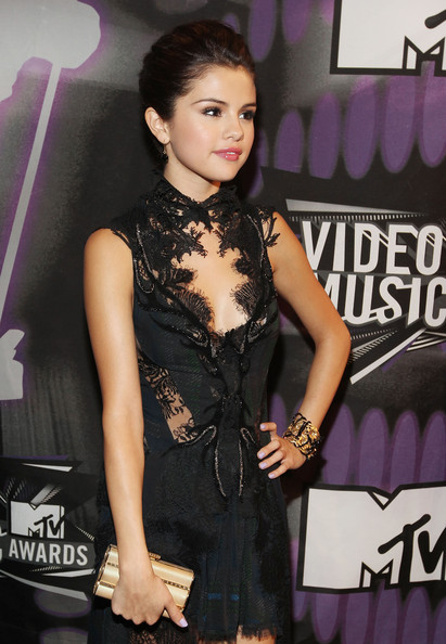 Selena Gomez Actress/singer Selena Gomez arrives at the 2011 MTV Video Music Awards at Nokia Theatre L.A. LIVE on August 28, 2011 in Los Angeles, California.